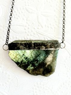 Labradorite Crystal Necklace, Green Crystal Jewelry, Raw Labradorite, Rainbow Moonstone Necklace, Unisex Crystal Jewelry, Spiritual Stones
