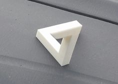 """3ders.org - Can 3D printing defy physics? Man claims to have printed """"Impossible Triangle"""" 