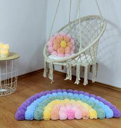 Rainbow Room, Rainbow Nursery, Pompom Rug, Diy Pom Pom Rug, Baby Crafts, Home Crafts, Pom Pom Crafts, Ideias Diy, Nursery Rugs