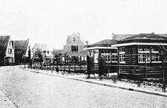 De gebouwen van de speeltuin in de Ambonstraat in 1940. Dit is de oudste speeltuin van Meppel, die dan ook als naam draagt 'Speeltuinvereniging Meppel'.