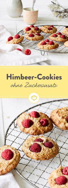 Weniger Zucker verwenden und trotzdem Kekse knuspern? Dann schnapp dir einen dieser Himbeer-Haferflocken-Cookies - die werden nur mit Bananen gesüßt.