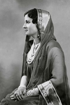 Indian Lady in Saree...date unknown Courtesy: http://www.oldindianphotos.in