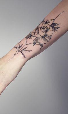 200 Fotos de tatuagens femininas no braço para se inspirar - Fotos e Tatuagens Rose Tattoos, Body Art Tattoos, Hand Tattoos, Girl Tattoos, Tattoos For Women, Girl Forearm Tattoos, Tatoos, Delicate Tattoo, Animal Tattoos