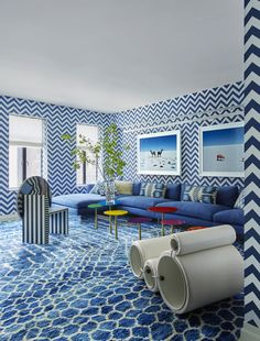 The audacious interior design of this New York Park Avenue apartment by Kelly Behun takes kookiness to the next level. Bold Wallpaper, Interior Decorating, Interior Design, Stylish Interior, Minimalist Living, Fashion Room, Living Room Interior, Soft Furnishings, Interior Inspiration