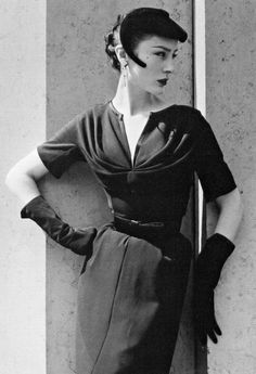 Patricia in a black light-weight wool dress by Jacques Fath, photo by Willy Maywald, Paris, 1953 Jacques Fath, Vestidos Vintage, Vintage Dresses, Vintage Outfits, 1950s Dresses, Fifties Fashion, Retro Fashion, 1950s Fashion Women, Fashion Fashion