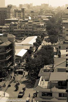 L'histoire récente du Cambodge a profondément marqué ce pays. L'histoire plus ancienne également, l'époque coloniale en particulier qui a donné à Phnom Penh son style architectural si particulier. (Lire l'article)