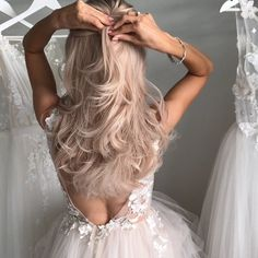 Your Bridal Hairstyle Has Officially Been Found