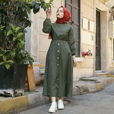 [New] The 10 Best Home Decor (with Pictures) - Bel büzmeli keten elbise Düğm. Modest Fashion Hijab, Modern Hijab Fashion, Islamic Fashion, Muslim Fashion, Fashion Outfits, Hijab Dress Party, Hijab Style Dress, Casual Hijab Outfit, Hijab Chic