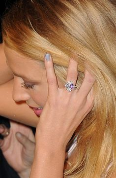 Blake Lively finally flashed her massive engagement ring! Although she's been spotted wearing her ring from new husband Ryan Reynolds, Blake Lively didn't make Blake Lively Engagement Ring, Blake Lively Wedding, Celebrity Engagement Rings, Engagement Ring Photos, Rose Gold Engagement Ring, Diamond Wedding Bands, Wedding Rings, Oval Engagement, Gold Wedding