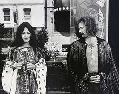 Grace Slick & David Crosby outside Vesuvio's Bar, San Francisco, 1970. Photo by Jim Marshall.