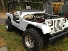 92 YJ in progress.   Hood, fender flares and the old Islander steps are gone.   Gone too is the top and windshield.   The windshield frame was in bad condition but not so bad that we can't bring it back to life.