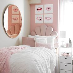 Preppy Dorm Room, Preppy Bedroom, Cute Bedroom Decor, Room Design Bedroom, Room Ideas Bedroom, Home Room Design, Girls Pink Bedroom Ideas, Light Pink Bedrooms, Pink Dorm Rooms