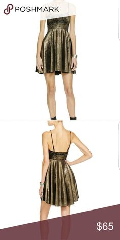 😍😍NWT. FREE PEOPLE😍😍 NWT. FREE PEOPLE SIZE SMALL, GOLD SWEETHEART METALLIC STRAPLESS PARTY/COCKTAIL DRESS. THIS IS SOLD WITH THE REMOVABLE, ADJUSTABLE STRAPS.   DRESS LENGTH - 28 IN  BUST ACROSS - 15 IN  WAIST ACROSS - 13 1/2 IN  MATERIAL - 90% POLYESTER 10% SPANDEX  FABRIC TYPE - VELVET Free People Dresses Midi