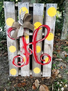 Bright Distressed Monogram Door Piece by WhimsyGirlArt on Etsy DIY Outdoor Decor Decoration Palette, Decoration Entree, Garden Decorations, Pallet Decorations, Primitive Decorations, Pallet Crafts, Pallet Art, Crafts To Make, Home Crafts