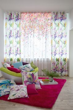 bunte kissen mit blumenmotiv aquarell buntekissen fabrics stoffe indesfuggerhaus dekostoffe. Black Bedroom Furniture Sets. Home Design Ideas