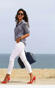 20 ways to wear white jeans for an unmistakably stylish look . - 20 ways to wear white jeans for an unmistakably stylish look Effektive Bilder, die wir über baby i - Business Casual Outfits, Classy Outfits, Chic Outfits, Spring Outfits, Fashion Outfits, Womens Fashion, Jeans Fashion, Petite Fashion, Curvy Fashion