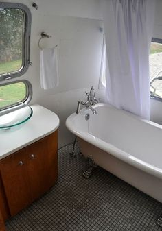 That's right...a full-sized claw foot bathtub in an Airstream. Now this is traveling in style!