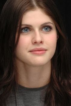 Alexandra Daddario Photo Call for the movie Percy Jackson and the Olympians The Lightning 001 - Alexandra Daddario - Dim:620x3008 Size:621.1 KB - Eftekasat Pictures