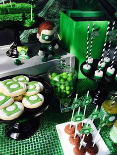 Modern Green Lantern Party | CatchMyParty.com
