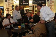 Con los vecinos de Tucumán antes de disertar en un seminario de provincias del NOA que se realizó al término de una reunión mensual del Consejo Nacional partidario.