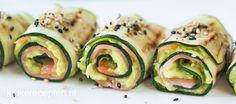 Zalm en avocado is altijd een goeie combi, vooral in deze gegrilde courgette rolletjes