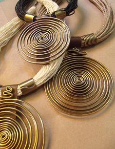 Patricia Moura Biojoias- Rami e alumínio ouro velho