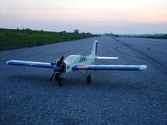Evening Fly: This plane was made by Hacker Model Production in Czech Republic. Model Arrow 40 is very very similar to Goldberg Tiger 2. Maybe it's his brother!  It's