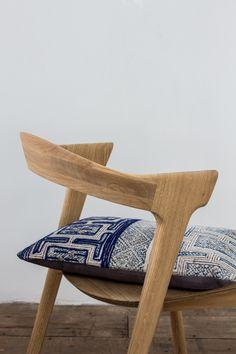 Casale dining chair + Bok chair in oak + Slice dining table #ethnicraft #solidwood #teak #interiordesign #interior #homedecor #decor #designfurniture #design #interior #home #casa #thuis #heim #maison #interieur #nature #wood
