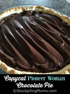 Pioneer Woman Chocolate Pie This delicious recipe for Copycat Pioneer Woman Chocolate Pie is so good you may eat the. Homemade Chocolate Pie, Chocolate Pie Recipes, Chocolate Desserts, Chocolate Cream, Köstliche Desserts, Delicious Desserts, Dessert Recipes, Yummy Food, Dessert Bread