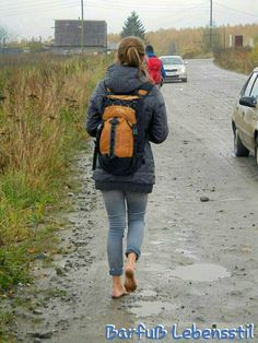 Barefoot Running, Going Barefoot, Walking Barefoot, Barefoot Girls, Teen Feet, Windsor Castle, Women's Feet, Deepika Padukone, Sling Backpack