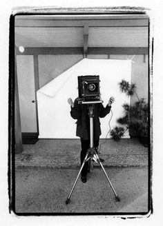 Richard Avedon at the Marlborogh Gallery by Gideon Lewin, 1980s.