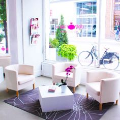 dollbarinc great waiting area with a view of Queen West.  http://dollbarinc.com