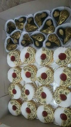 Italian Cookie Recipes, Italian Cookies, Chocolate Covered Oreos, Chocolate Desserts, Cookie Desserts, Cookie Bars, Biscotti Cookies, Easter Cookies, Mini Cakes