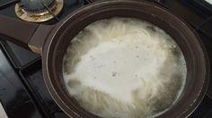 3. 면을 넣고 물이 확 끓어오르면 물을 조금 넣어준다. 끓어오르고 물 넣고 3번 반복하고 불을 끄면 된다.