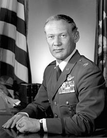 Buzz Aldrin - Col. Aldrin as Commandant of the Air Force Test Pilot School-Wikipedia, the free encyclopedia