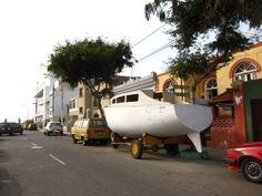 Un bote en la calle