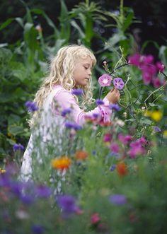 Girl in the Garden ✿⊱╮