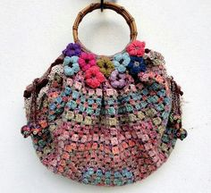 New Crochet Granny Square Bag Pictures Ideas Love Crochet, Bead Crochet, Crochet Granny, Beautiful Crochet, Crochet Crafts, Crochet Squares, Crochet Handbags, Crochet Purses, Crochet Bags