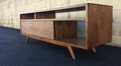Mid century modern, danish modern TV console, TV stand, credenza, by MonkeHaus. slightly lighter oak would be nice Tv Furniture, Vintage Furniture, Modern Furniture, Cabinet Furniture, Furniture Ideas, Danish Modern, Modern Tv, Modern Retro, Modern Interior