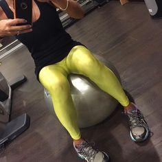 """Começando a correr atrás do """" estrago"""" das férias ! Legging Lycra Amarela! #forlegs#legging#amarela#girafe#gym#corrida#musica"""