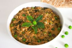 Methi Matar Malai is a spicy & tasty north indian delicacy made from freshly chopped fenugreek leaves (methi leaves) , green peas, cream and indian spices.