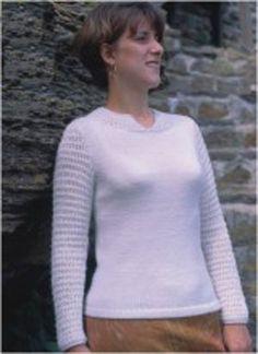 Kassandra by Trudy Van Stralen. Features Gems Sport weight & Euroflax Linen