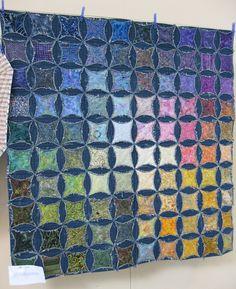 faux cathedral windows quilt, denim circles with batik inside Cathedral Quilt, Cathedral Windows, Denim Scraps, Denim Quilt Patterns, Denim Quilts, Blue Jean Quilts, Batik Quilts, Denim Patchwork, Rag Quilt