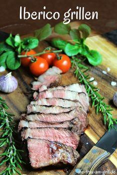 Schweinenacken ist nicht gleich Schweinenacken. Das wird jeder bestätigen, der schon einmal einen Iberico Nacken gekostet hat. In diesem Beitrag geht es darum von besagtem Fleisch ein paar Iberico Steaks zu schneiden und diese zu grillen. Und wie man sie zubereitet, wenn der Grill mal streiken sollte... #iberico #nacken #schweinenacken #schweinehals #steak #braten #steaks #marinieren #grillen #fleisch #essen #kochen #lecker #rezepte #rezeptideen #grillen #bbq