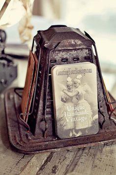 Vintage Rusty Toaster as Picture or Postcard Display Vintage Love, Vintage Shops, Vintage Antiques, Retro Vintage, Vintage Items, Craft Booth Displays, Photo Displays, Vintage Toaster, Art Nouveau