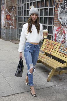 crop top & high waisted jeans & beanie.