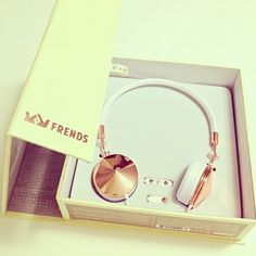 Image about beautiful in Accesorios! Perfume, Stay Gold, Girls World, Apple Products, Cute Gifts, Tech Accessories, Girly Things, Things To Think About, Gadgets