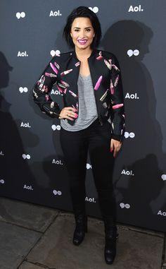 Olha o vozeirão![adrenaline]Demi Lovato continua arrasando! Após fazer um pocket show gratuito em Nova York, D. E! Online Brasil