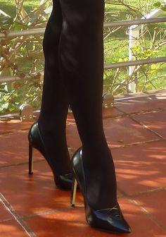 Neste início de ano o animal print, seja leopardo, zebra ou cobra continua a marcar tendência. Nestes saldos esta saia foi a minha aposta e foi amor à primeira vista, confesso. Comprei-a no El Corte Ingles é da Sfera, imita na perfeição a pele de cobra e custou 19,99€ . Aqui conjuguei a saia com …