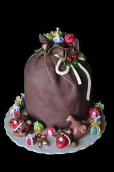 Panettone and Pandoro decorated for Christmas how many ideas! Cakemania sweets and cake design Christmas Cake Designs, Christmas Cake Decorations, Christmas Sweets, Holiday Cakes, Christmas Baking, Christmas Themed Cake, Xmas Cakes, Christmas Christmas, Christmas Ideas